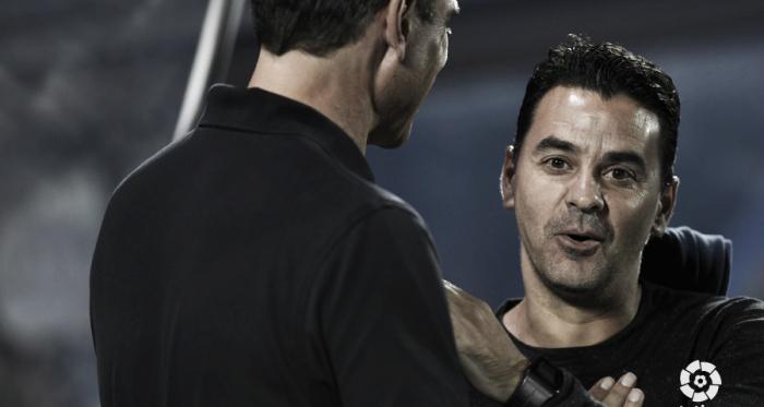 Míchel saludando a Pellegrino | Fotografía: La Liga