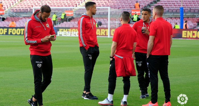 Jugadores del Rayo Vallecano sobre el césped del Camp Nou | Fotograía: La Liga