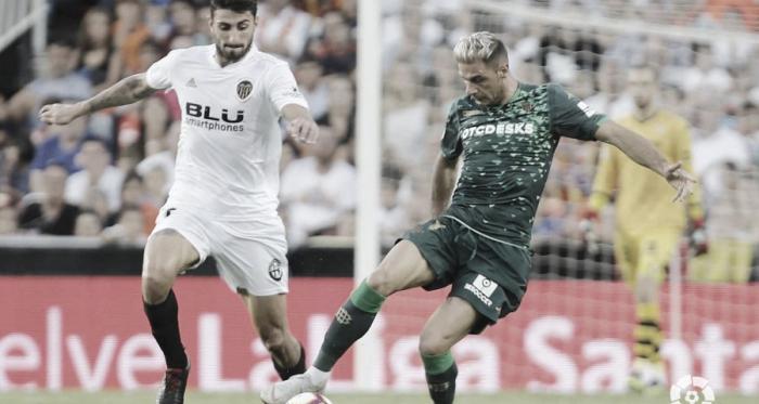 Joaquín en una jugada ante el Valencia | Foto: LaLiga Santander