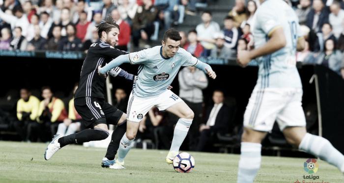 Iago Aspas frente al marcaje de Sergio Ramos / Foto: LaLiga