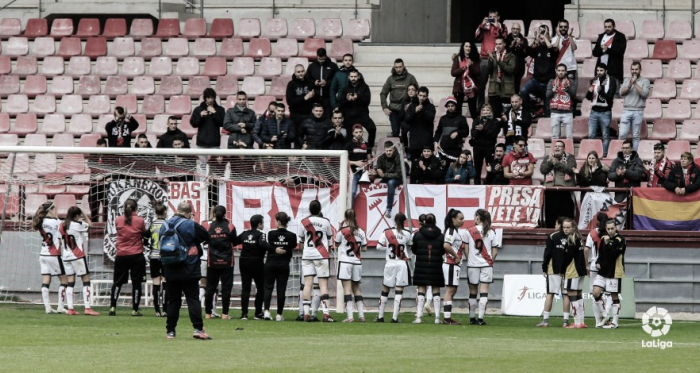 Jugadoras del Rayo Femenino saludando a la afición | Fotografía: La Liga