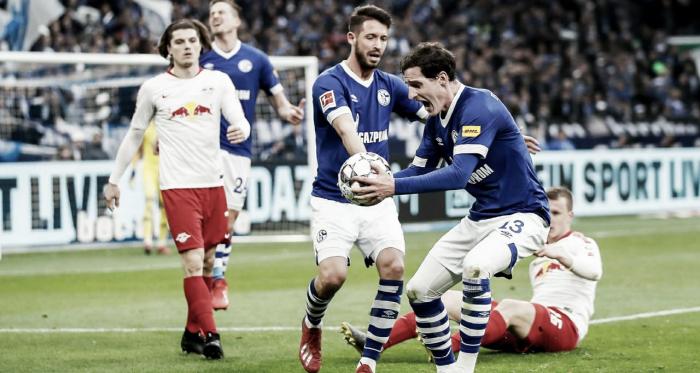 Rudy esbravejando contra marcação do árbitro (Foto: DFB)