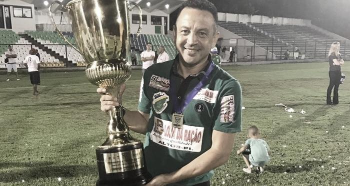 Paulinho Kobayashi aproveita tempo livre para ampliar conhecimentos sobre futebol