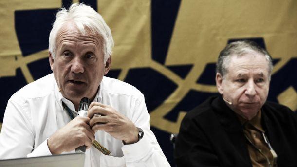 Charlie Whiting e Jean Todt, juntos na conferência de imprensa. (foto: Sutton Images)