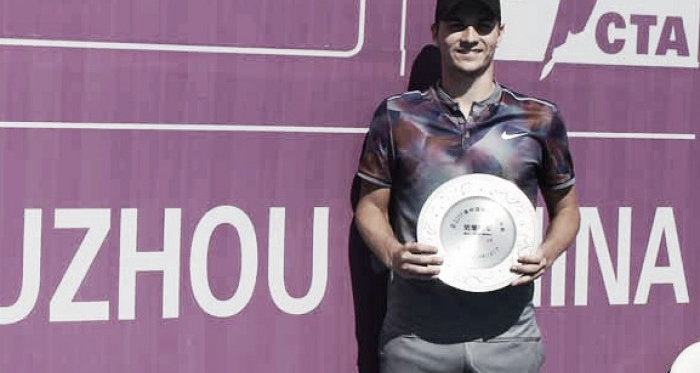 Kecmanovic holds his Suzhou shield (ATP Challenger Tour)