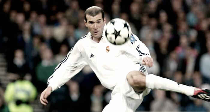 Zidane en el momento justo antes de rematar el balón daría la novena copa de Europa al Real Madrid. / Imagen: Real Madrid.