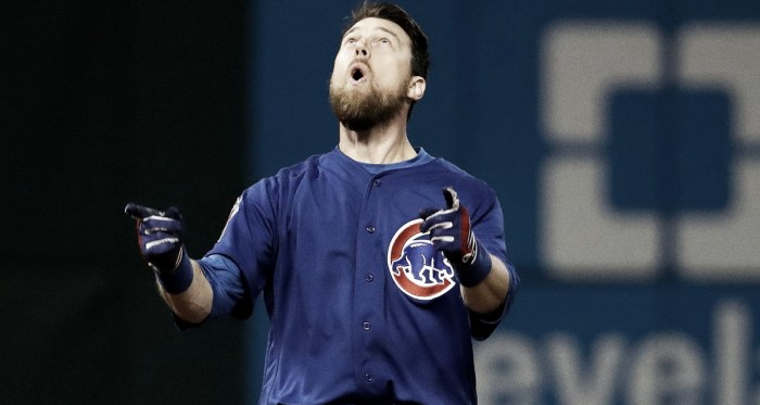 Ben Zobrist delivers game-winning hit as the Chicago Cubs defeat the Cleveland Indians. | Photo: AP Photo/David J. Phillip)