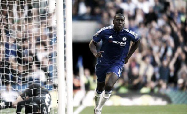 Em partida marcada por confusão, Chelsea vence Arsenal e avança na tabela