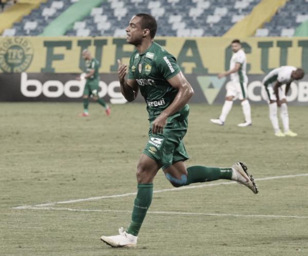 Autor de um dos gols, Jenison comemora vitória do Cuiabá sobre o Guarani