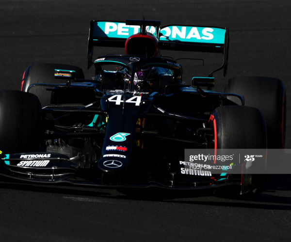 Hamilton leaves it late to snatch pole off dominant Bottas in qualifying