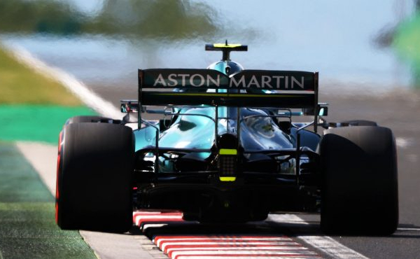 Sebastian Vettel descalificado, Carlos Sainz al podio