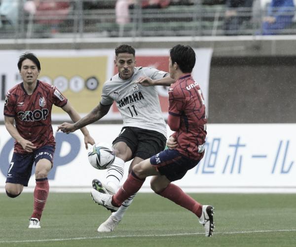 Lukian comemora goleada e ascensão do Jubilo Iwata no início da temporada japonesa