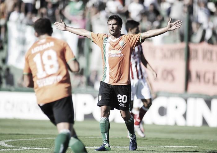 """Triunfo y """"Cvita"""" con el gol"""