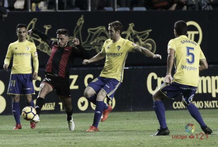 El Reus se despierta demasiado tarde en Cádiz