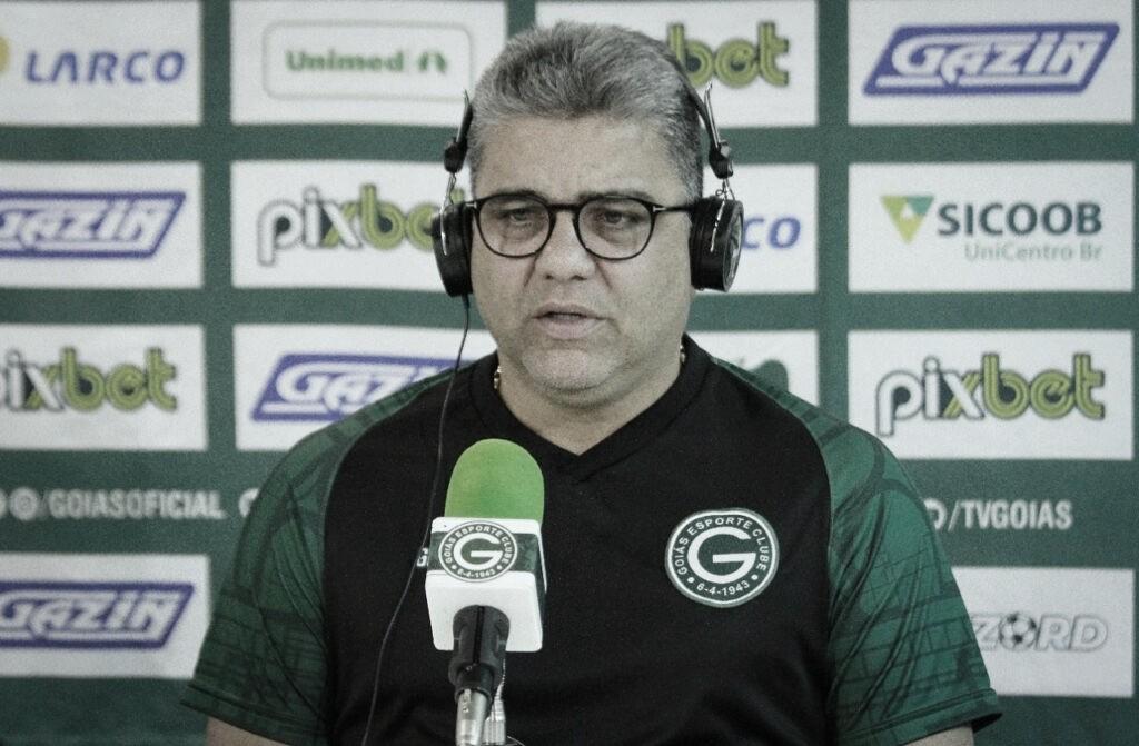 """Após vitória, Marcelo Cabo freia empolgação por acesso do Goiás: """"Conquistamos só a permanência"""""""