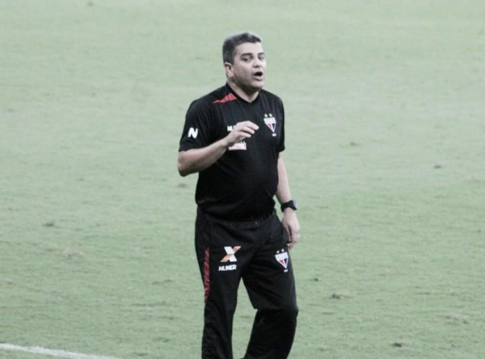 """Marcelo Cabo prega tranquilidade e critica arbitragem em Recife: """"Foi um absurdo"""""""