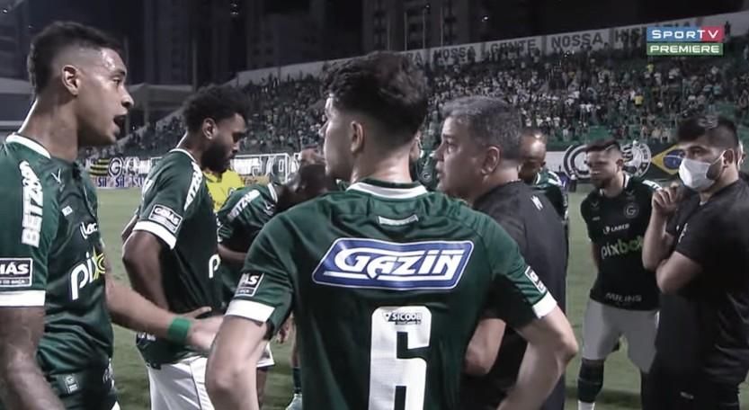 Após derrota no clássico contra Vila Nova, Marcelo Cabo explica discussão e reclama de arbitragem