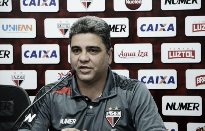 Marcelo Cabo celebra bom desempenho do Atlético-GO em maratona fora de casa