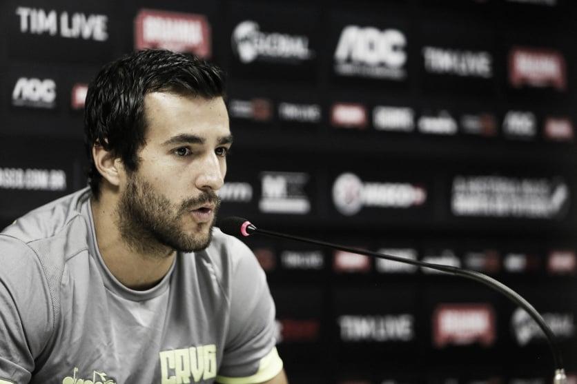"""Cáceres fala sobre semifinal contra o Bangu e avalia adaptação ao Brasil: """"Muito boa"""""""