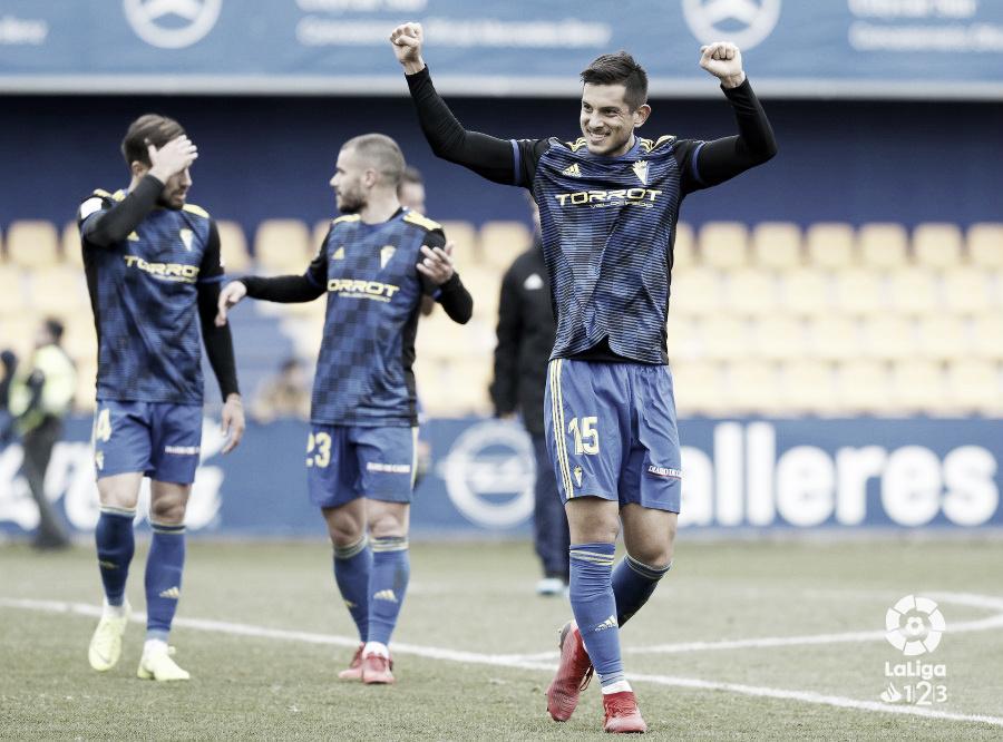 El Cádiz consigue su primera victoria del año frente al Alcorcón (1-2)