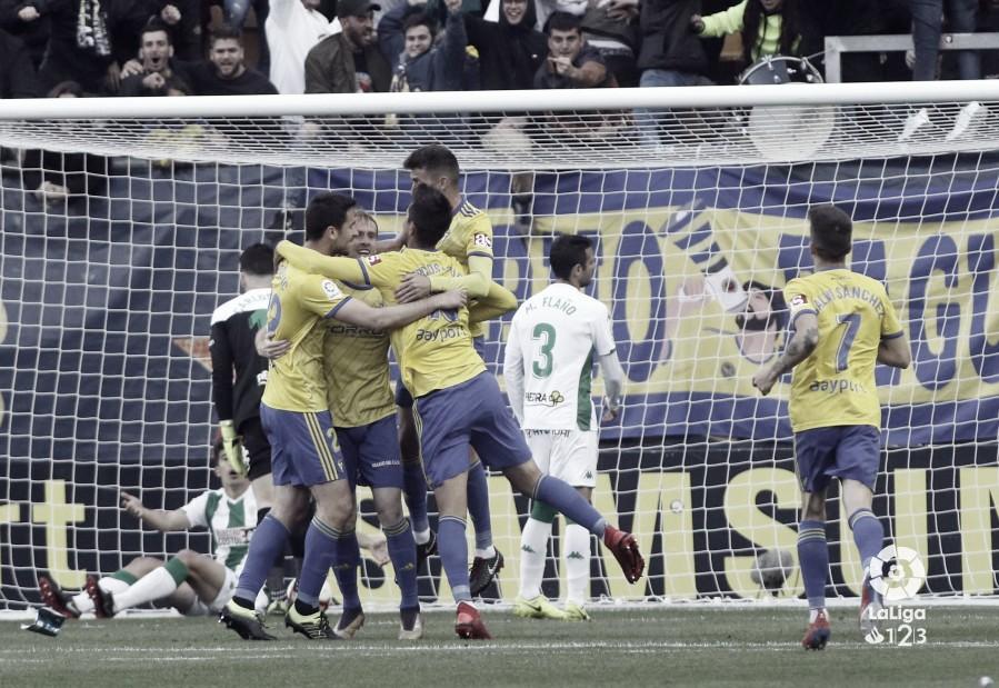 Diez partidos con el playoff entre ceja y ceja para el Cádiz
