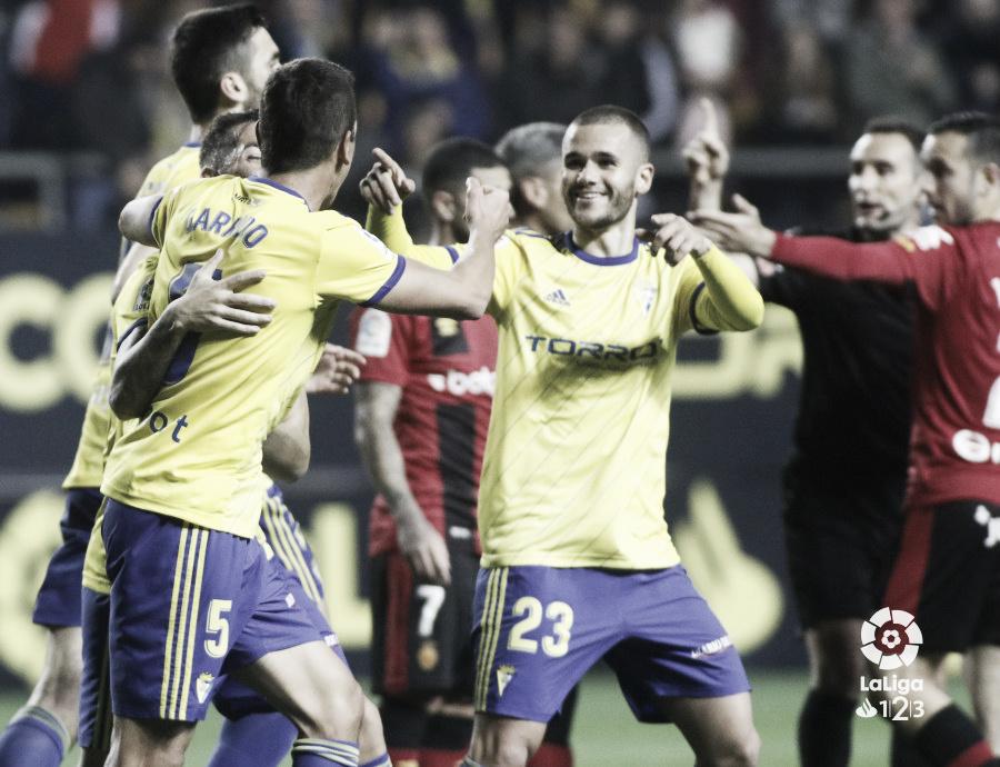 El Cádiz logra un valioso punto, jugando con nueve, ante el Mallorca (1-1)