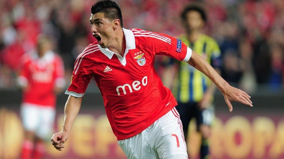 Com dois de Cardozo, Benfica vence Fenerbahçe e está na decisão