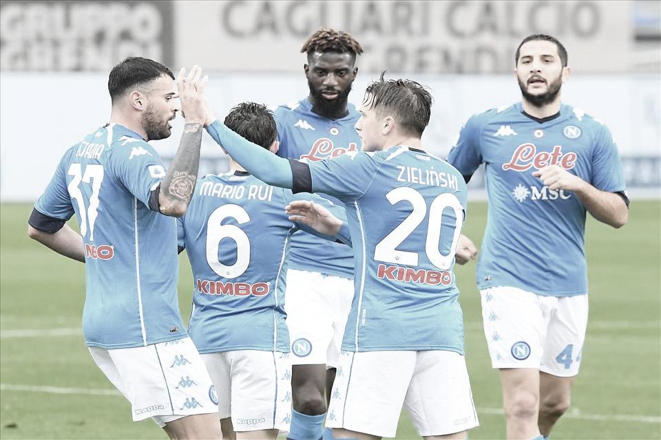 Napoli constrói goleada sobre Cagliari no segundo tempo e se reabilita na Serie A