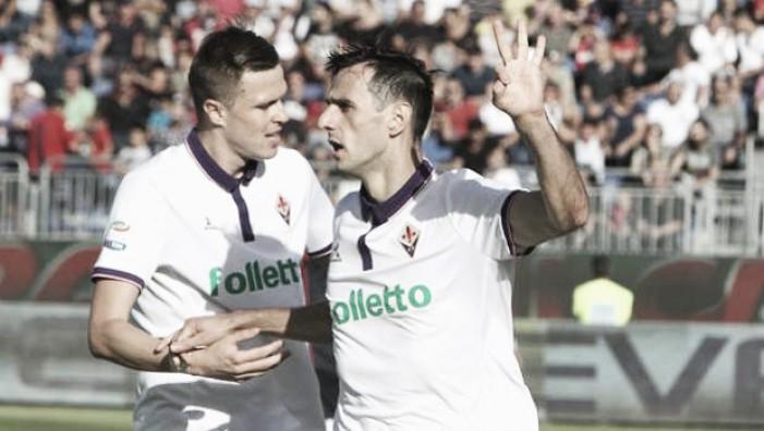 Com três de Kalinic, Fiorentina vira contra Cagliari em jogo de oito gols e vence primeira fora de casa