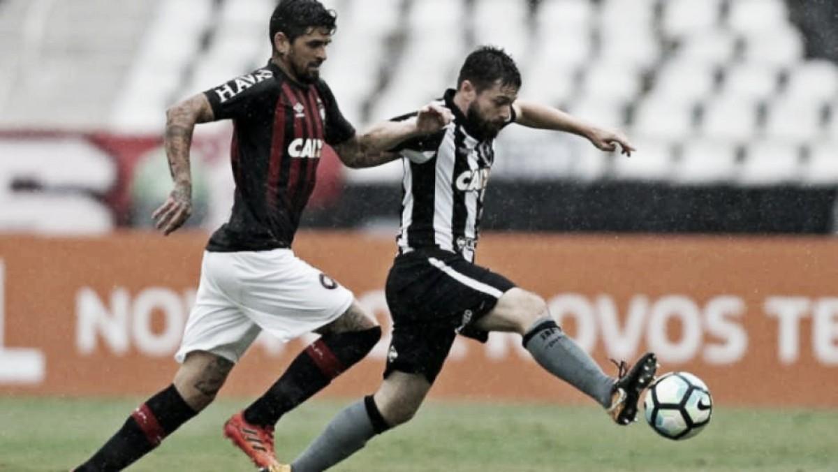 Tentando embalar no Brasileirão, Botafogo recebe Atlético-PR no Nilton Santos