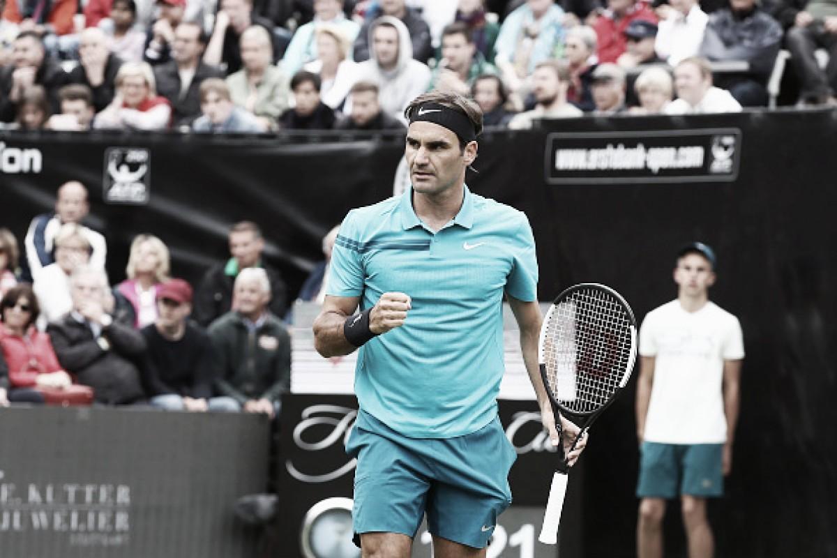 Roger Federer passa susto no retorno às quadras, mas elimina Mischa Zverev em Stuttgart