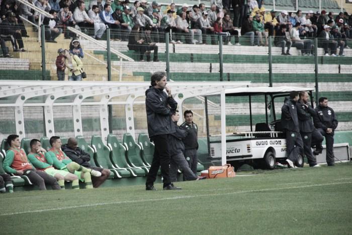 Caio Júnior aprova atuação na vitória sobre Sport e diz ter 'orgulho do trabalho'