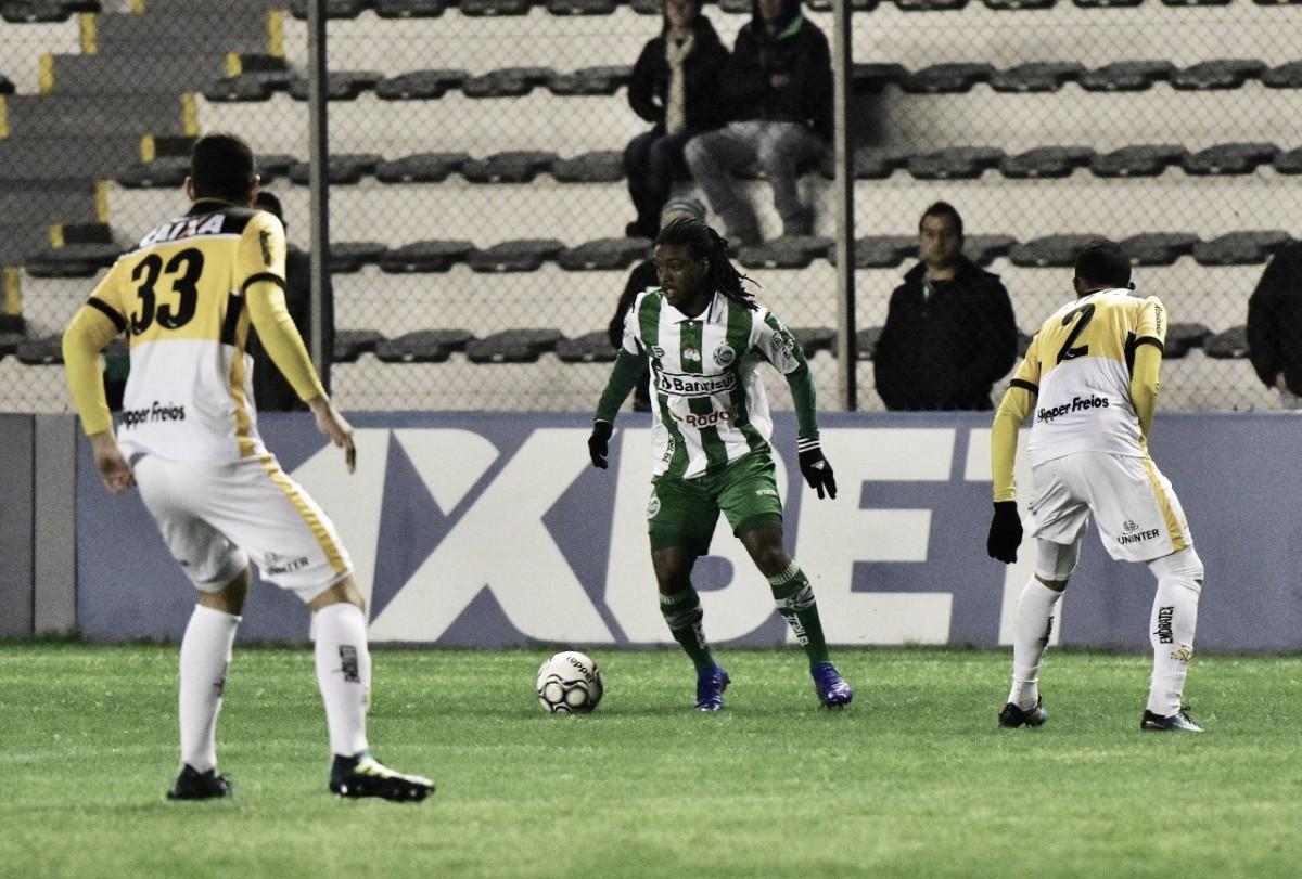 """Após vitória fora de casa, Mazola enaltece desempenho do Criciúma: """"Defensivamente perfeitos"""""""