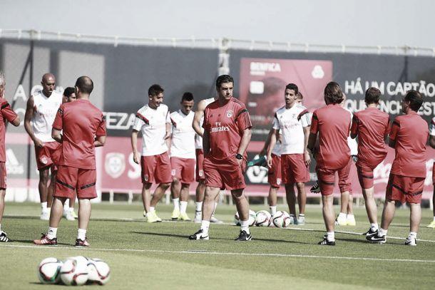 Benfica prepara época 2015/2016: Rui Vitória exclui 5 do plantel