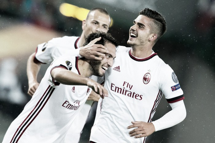 André Silva e Çalhanoglu brilham, Milan goleia Austria Viena e começa com tudo na UEL