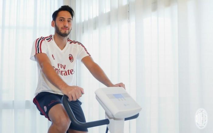Milan, visite mediche superate per Calhanoglu: ora manca solo la firma del contratto