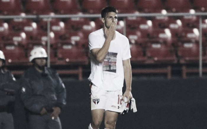 Em noite de homenagem, São Paulo vence Vitória com gols de gringos no Morumbi