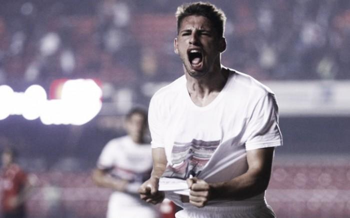 """Calleri dedica gol a amigo e se emociona: """"Foi uma perda grande na minha vida"""""""