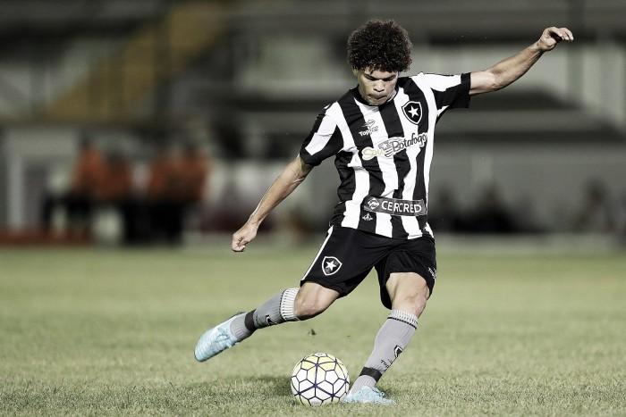 Desfalcados, Botafogo e Palmeiras medem forças em duelo de opostos na tabela