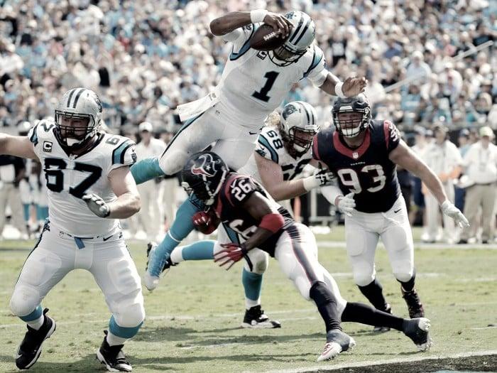 Cam Newton es un 'quarterback' y un 'runningback' de élite