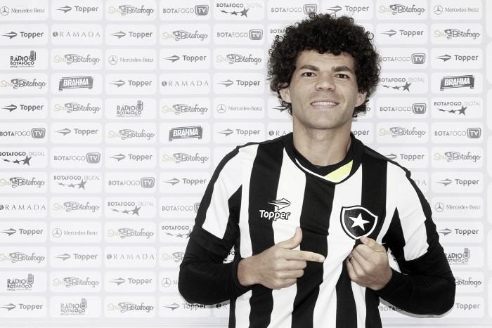 Camilo é apresentado como novo camisa 10 do Botafogo