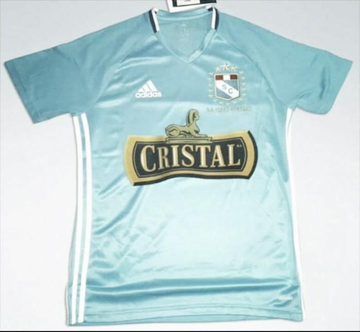 Sporting Cristal presentó su nueva indumentaria para 2016