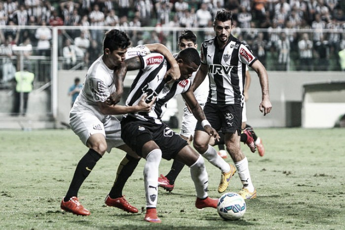 Com time reserva, Atlético-MG recebe embalado Santos no Independência
