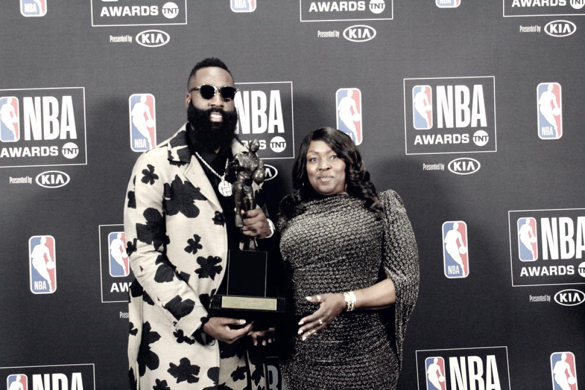 NBA Awards - Harden la spunta su LeBron per l'MVP, Simmons è il nuovo ROTY
