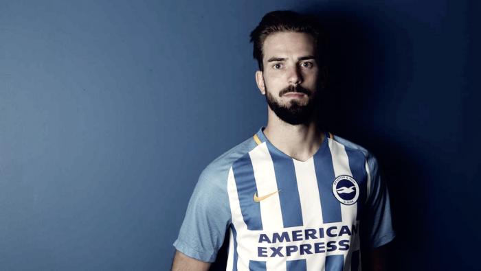 Brighton bate recorde de transferência e contrata meia Propper, ex-PSV