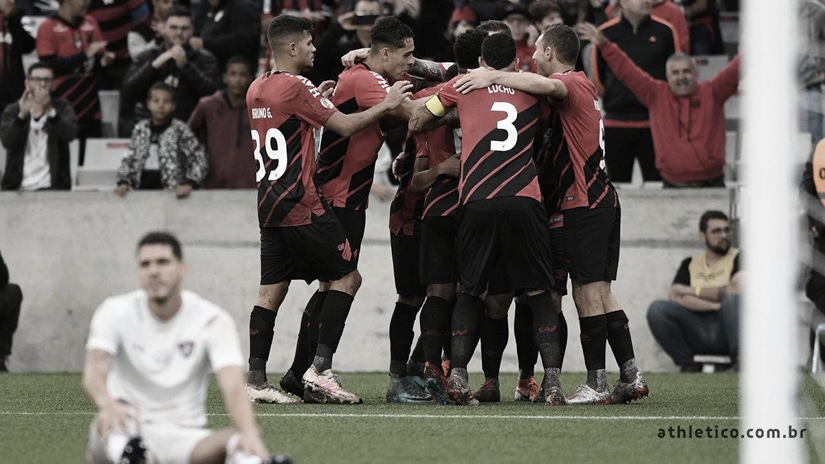 Athletico-PR vence Fluminense e se afasta da zona de rebaixamento