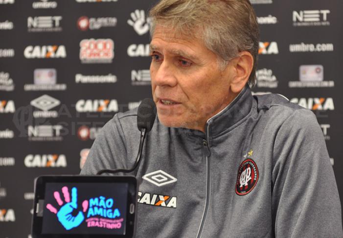 """Paulo Autuoriaprova atuação do Atlético-PR: """"Merecemos ganhar o jogo"""""""