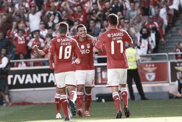 Benfica vence Marítimo no jogo da celebração ergue o troféu de campeão