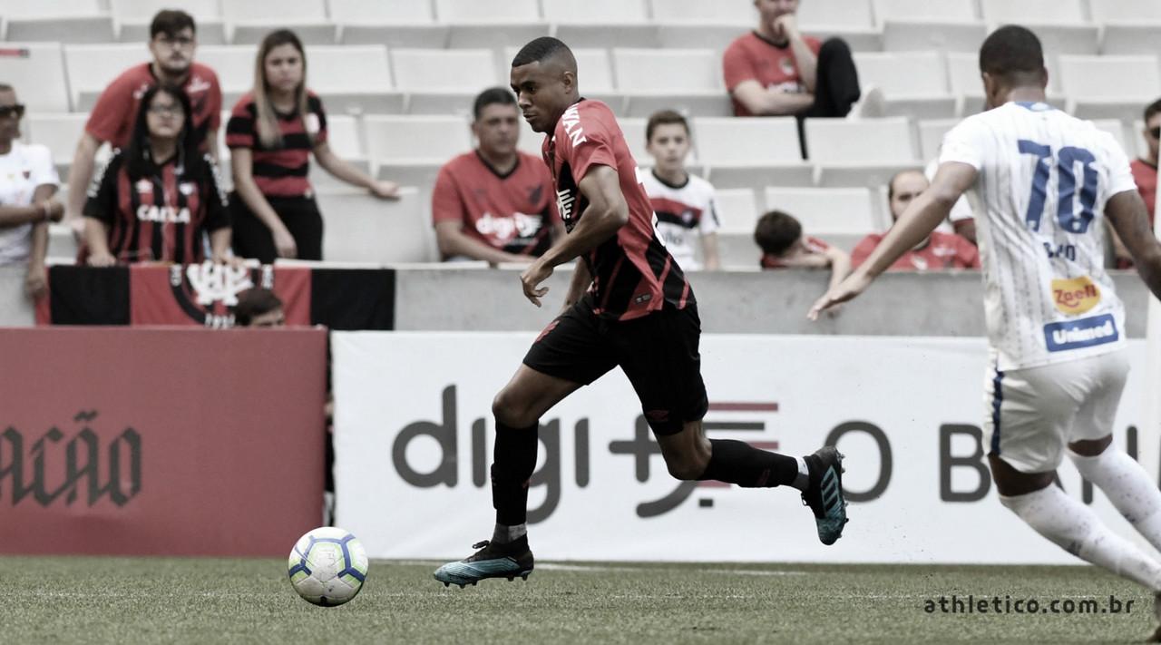 Buscando se manter no G4 do Brasileirão, Athletico vai até Florianópolis enfrentar o Avaí