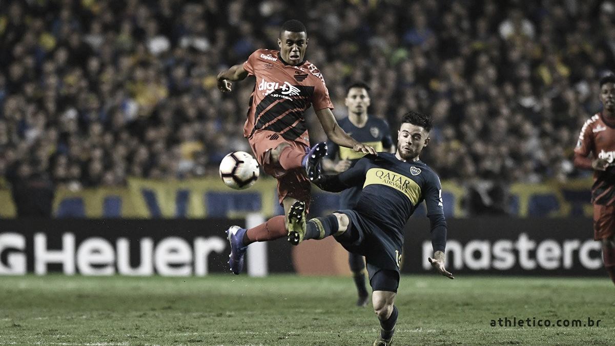 Tévez marca no último lance, Boca vence Athletico e termina como líder do Grupo G da Libertadores